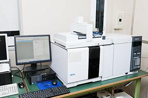 ガスクロマトグラフ質量分析装置