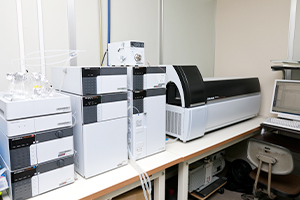 高速液体クロマトグラフ質量分析装置